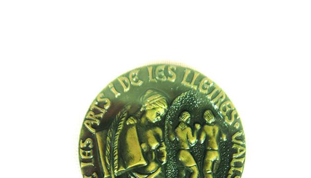 La medalla del premi amb el qual vaig encetar l'aventura literària