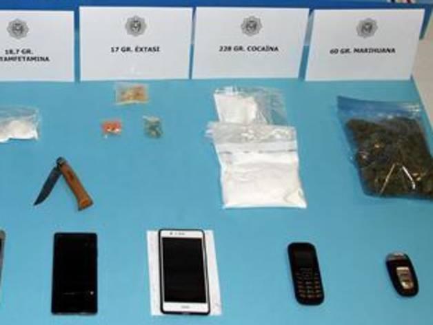 Droga, diners i telèfons mòbils intervinguts per la policia en l'operació històrica contra el tràfic d'estupefaents
