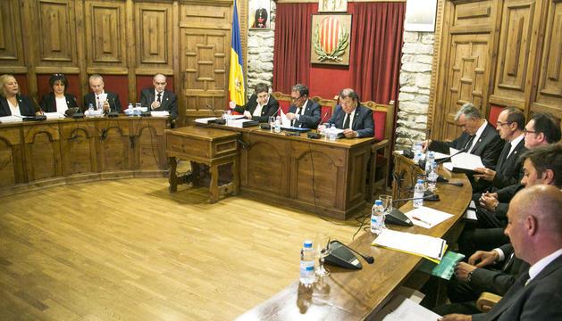 Els cònsols i els consellers en una sessió de comú de Sant Julià.