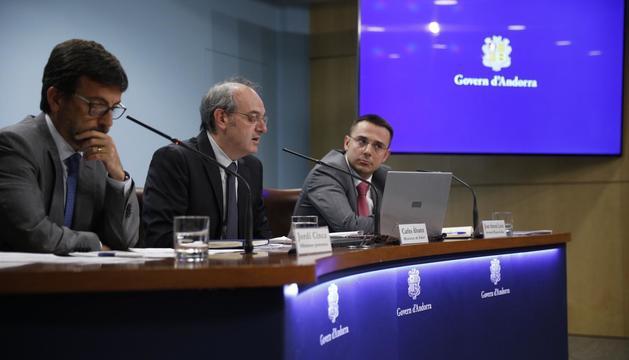 El ministre portaveu Jordi Cinca, el ministre de Salut Carlos Àlvarez i el secretari d'Estat de Salut Joan Antoni León.