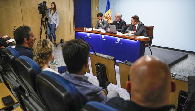Cinca, Álvarez i León presentant el projecte de llei d'òrgans.