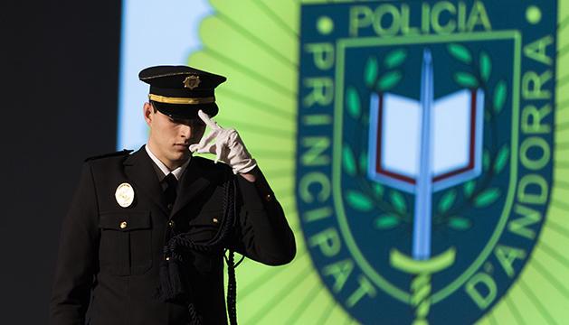 Un nou policia es cala la gorra