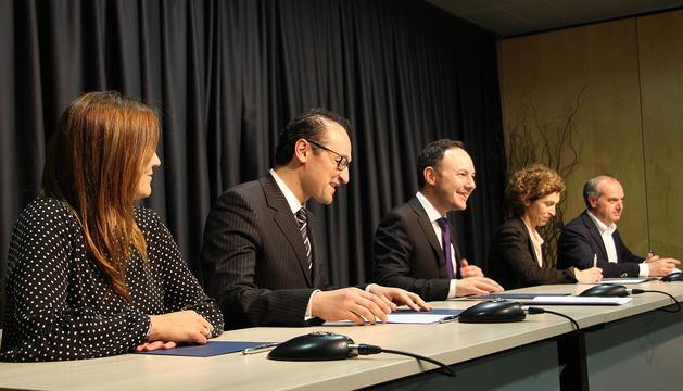 Signatura del conveni entre els ministeris de Cultura, Afers Socials, Afers Exterios i Salut i la Creu Roja Andorrana.