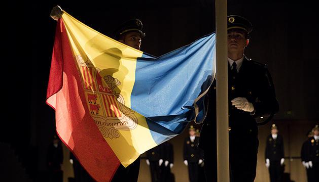 Al final del jurament es va hissar la bandera