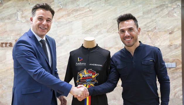 El cònsol menor, Marc Pons, i el ciclista