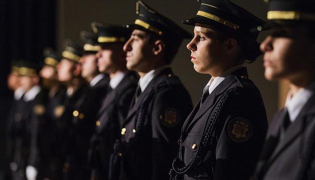 Alguns dels nous policies de la 53a promoció del cos que ahir van fer el jurament.