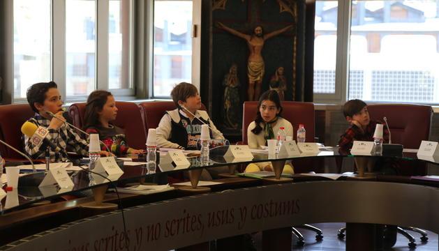 Representants de l'escola francesa de Canillo durant el Consell d'Infants
