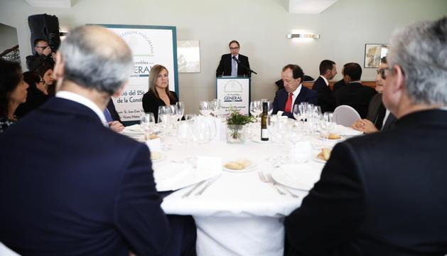 Toni Martí i Joan-Enric Vives escolten el parlament del president de l'EFA, Francesc Mora.