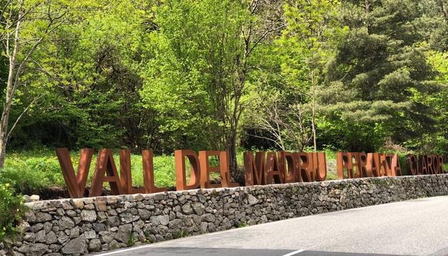 Les noves lletres que indiquen l'entrada a la vall