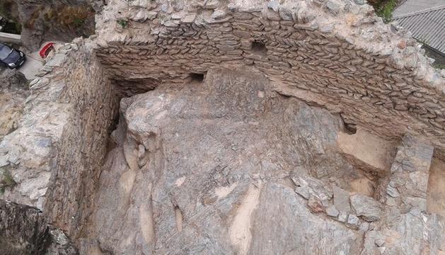 Estructures de l'antiga fortificació.
