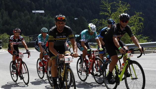 Diferents participants de La Purito, pujant un dels ports en la passada edició.