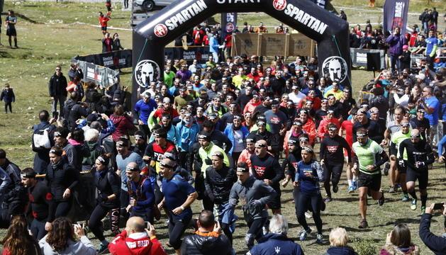 La sortida d'una de les curses de l'Spartan Race 2017, a Grau Roig.