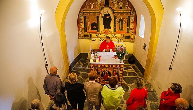 La celebració de la missa oficiada pel mossèn d'Encamp Antoni Elvira.