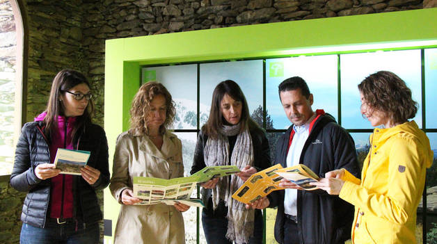 La ministra de Medi Ambient, Agricultura i Sostenibilitat, Sílvia Calvó amb les responsables dels parcs naturals.