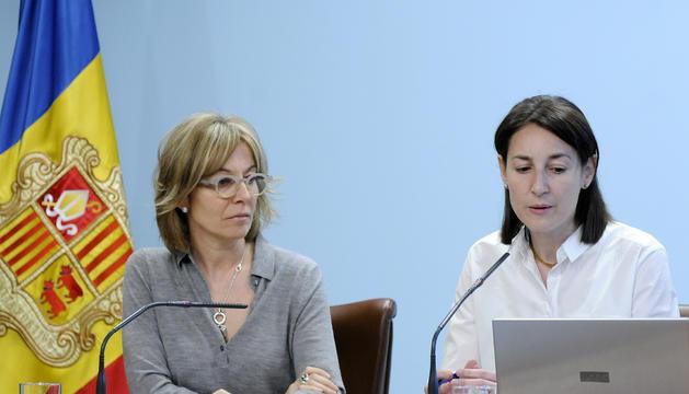 La secretària d'Estat d'Afers Socials i Ocupació, Ester Fenoll, i la coordinadora d'Afers Socials, Mercè Pascual.
