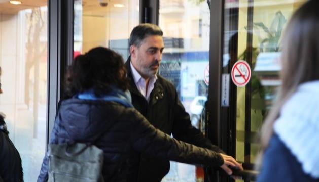 L'ex-cònsol menor d'Andorra la Vella, Josep Vila, entrant a la Batllia el dia del judici a Corts.