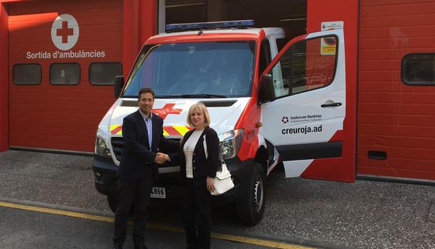 El director de la Creu Roja, Jordi Llansó, i la directora de BlueShield49, Mari Carmen Cortés.