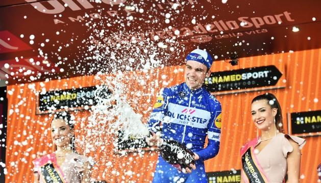 Yates perd mig minut i la general del Giro s'ajusta