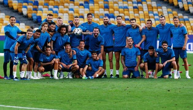 Foto de família del Reial Madrid, ahir a l'escenari de la final, l'Estadi Olímpic de Kíev.