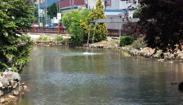 El llac artificial del Parc Central, ahir.