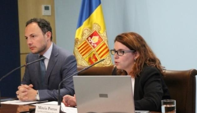 El ministre d'Afers Socials, Justícia i Interior, Xavier Espot, i la cap de l'àrea d'Igualtat, Mireia Porras