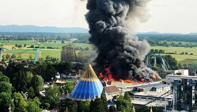 El parc va haver de ser evacuat per les flames.