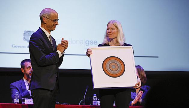 Toni Marí entrega el Premi Internacional Calvó Armengol a Melissa Dell
