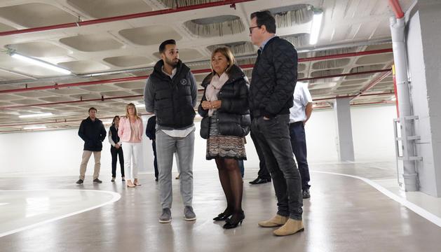 La cònsol major i el conseller d'Urnanisme i Aparcaments visiten la reforma de l'aparcament Centre Ciutat