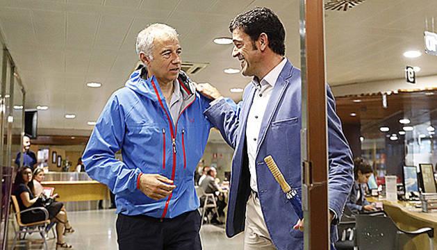 Joan Viladomat i Josep Àngel Mortés entrant a l'edifici de Govern, l'any passat.