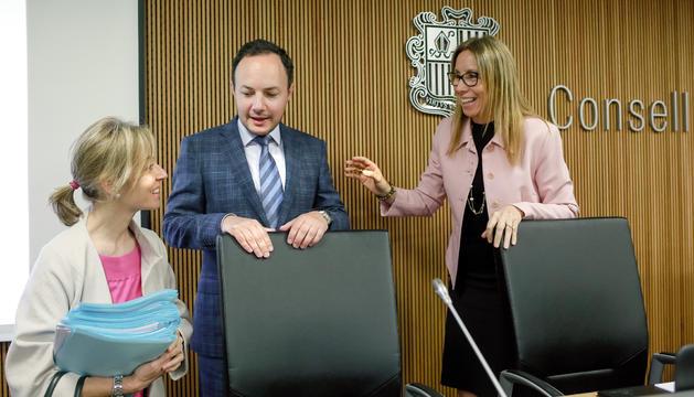 El ministre Xavier Espot i la consellera Sílvia Bonet, durant la presentació de l'avantprojecte avui