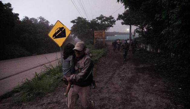 Evacuació de víctimes, ahir.