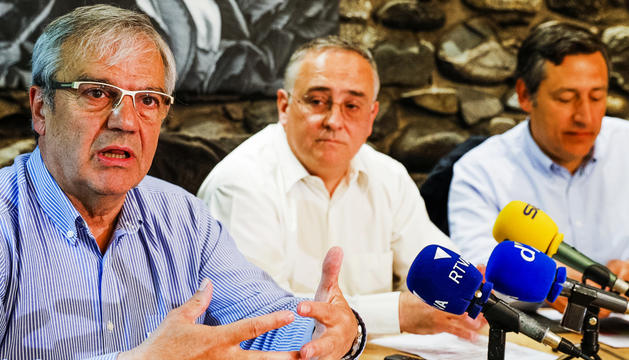 Josep Duró, Albert Font i Josep Antoni López Alcántara van presentar les línies del grup.