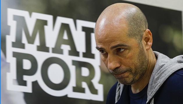 Joan Peñarroya abandona la sala de premsa