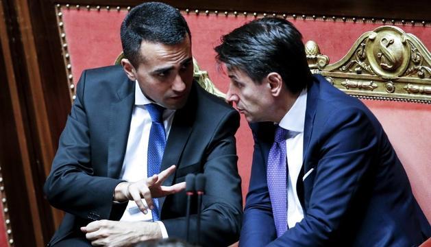 Conte (dreta), ahir amb el ministre de Treball, Luigi diMaio.