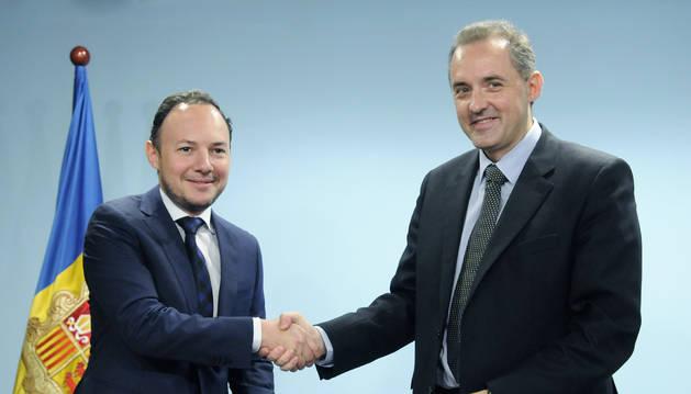 Signatura d'addendes al conveni marc de col·laboració entre el Ministeri d'Afers Socials, Justícia i Interior i Andorra Telecom
