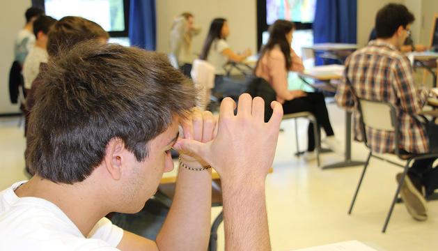 Estudiants durant l'examen de matemàtiques de la POB 2018.