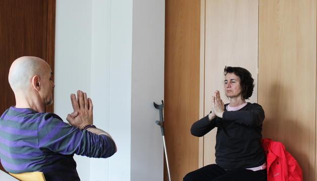 Cristina García durant una de les sessions de ioga que s'imparteixen a l'associació Trana.