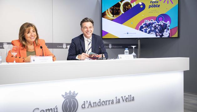 Els cònsols, Conxita Marsol i Marc Pons durant la presentació dels actes de la Festa del poble 2018