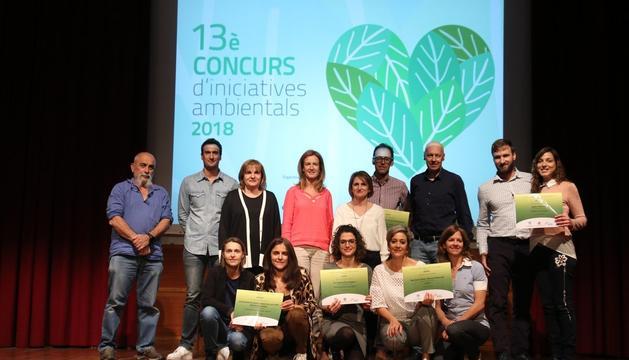Els guanyadors amb la ministra de Medi Ambient, Sílvia Calvó, la cònsol major d'Escaldes, Trini Marin, i el conseller Didier Aleix.