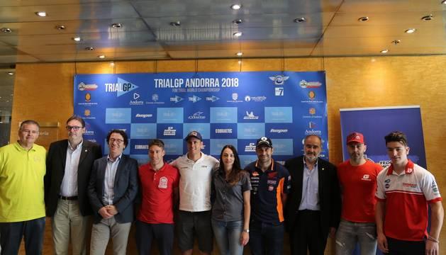 Els pilots amb els consellers Joan Visa i Pere Pràxedes, la presidenta de la FMA, Natàlia Gallego, i el gerent d'Andorra Turisme, Betim Budzaku