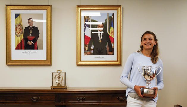 Vicky amb la copa de Rolland Garros