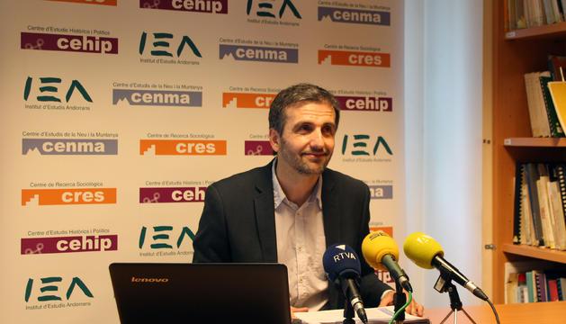 El director del CRES, Joan Micó, presenta els resultats de l'Observatori Social d'Andorra