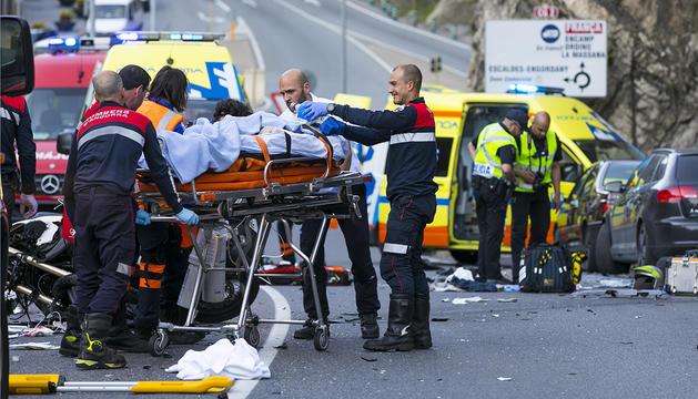 Dos motoristes resulten ferits de gravetat en un xoc frontal a Escaldes