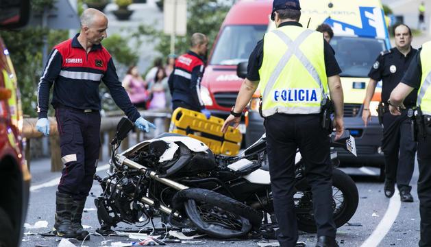 Els vehicles en què viatjaven les víctimes van quedar molt malmesos.