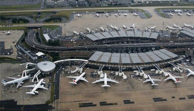 L'aeroport Charles de Gaulle de París.