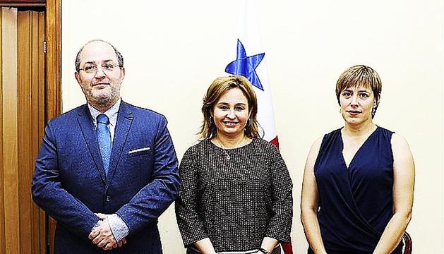 Mingorance amb Alfons Alberca i la procuradora de Panamà.