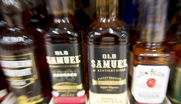 Ampolles de bourbon en un supermercat de Londres.