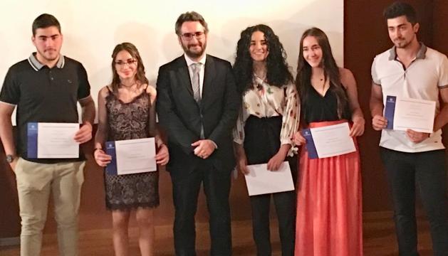 Els premiats amb el ministre d'Educació, Eric Jover