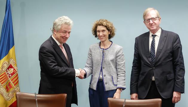 Els caps negociadors de la UE, Thomas Mayr-Harting i Claude Maerten, amb la ministra d'Afers Exteriors, Maria Ubach