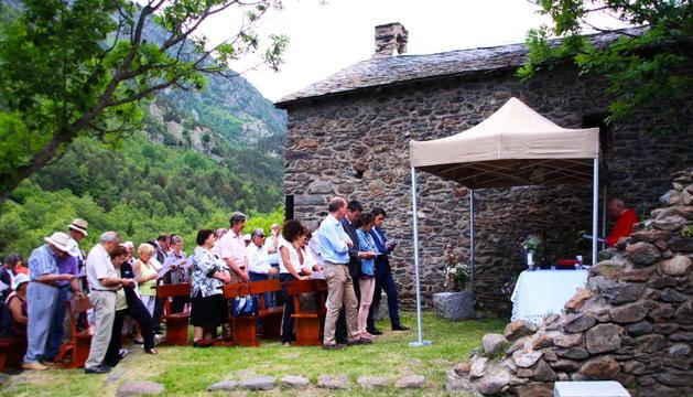 Un moment de la tradicional missa al Serrat.
